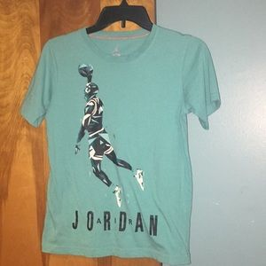 Jordan tee shirt dunking! Size M boys size 10-12
